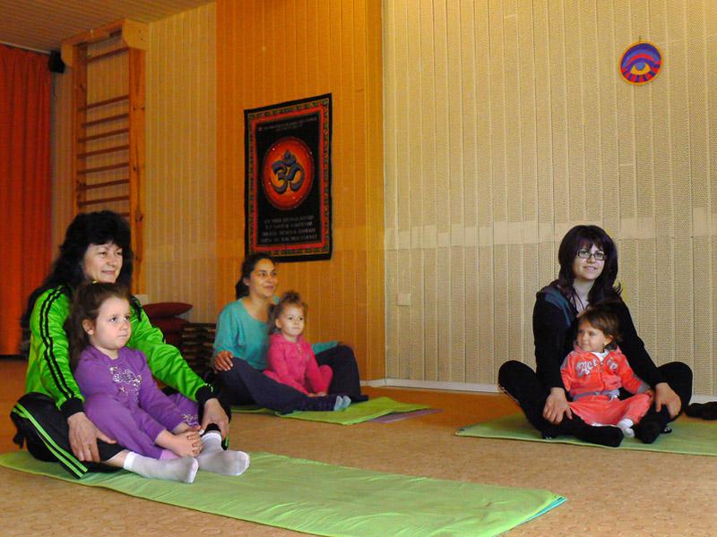 Йога за майки с деца | Йога студио ОМ - Пловдив - photo#20